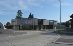 Neuer Verkaufsladen, Büroräumlichkeiten, 4 1/2-Zi-Wohnung, Logistik- und Einstellhalle in Reiden/LU